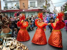 The ugly sisters pass through Plaza Cavana.