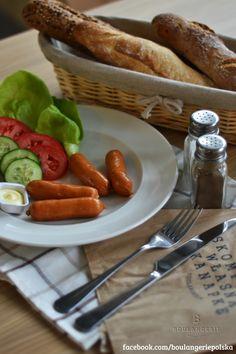 Kiełbaski pychotki (4 szt.)- warzywa, pieczywo, masło , sosy. 9 zł