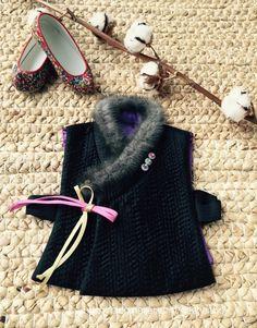 요건 검정색~!! <소 재> 본견 100% silk Korean Traditional, Traditional Outfits, Korean Hanbok, Lunar New, Designer Dresses, Dress Outfits, Nice Dresses, Sewing Patterns, Winter Hats