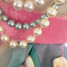 in Bergeijk Ladies Night, Look At You, Pearl Necklace, Pearls, Jewelry, Fashion, String Of Pearls, Moda, Jewlery