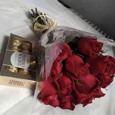Put inside car on passenger seat Red Rose Bouquet, Tulip Bouquet, Beautiful Rose Flowers, Love Flowers, Roses Pinterest, Applis Photo, Flower Words, Luxury Flowers, Flower Aesthetic