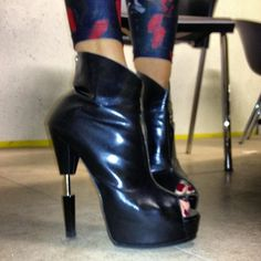 Yes I am wearing my @Ruthie_Davis boots that love to pieces!
