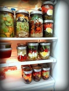 Pre-made meals in mason jars. I'm kind of into mason jars. And this goes with my usual theme of cooking once a week & eating leftovers. But with this, I wouldn't have to eat leftovers. Mason Jar Meals, Meals In A Jar, Mason Jars, Canning Jars, Glass Jars, Healthy Snacks, Healthy Eating, Healthy Recipes, Lunch Recipes