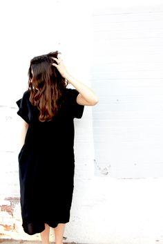 ESBY APPAREL BANKS SILK KIMONO DRESS IN BLACK