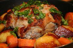 """Roast Pork"" Ingredients: kg pork with bone (ham) For the marinade: onion Garlic cloves Tablespoons of vinegar Tablespoon World Recipes, New Recipes, Cooking Recipes, Favorite Recipes, Easy Recipes, Baked Pork, Russian Recipes, Pork Roast, Main Dishes"