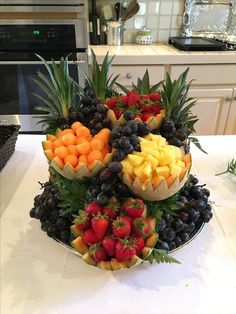 the pineapple cap as the centerpiece. Simple to do but flashy result. Fruit Buffet, Fruit Dishes, Party Food Platters, Food Trays, Fruit Platters, Fruit Platter Designs, Fruit Designs, Fruit Recipes, Cooking Recipes