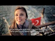 """Gerçek Bir Başarı Hikayesi... Turkish Airlines tarafından hazırlanan bu videoda, bir """"Türk bayanın"""" gerçek bir başarı hikayesi anlatılıyor. Hayalinin peşinden yılmadan, kararlılıkla giden ve sonunda hayalini gerçekleştiren genç bir bayanın örnek bir başarı hikayesi...Lütfen sonuna kadar izleyin/dinleyin. """"İnsan zihni, hayal edebildiği/düşünebildiği ve inanabildiği her şeyi başarabilir."""" -Napoleon Hill"""