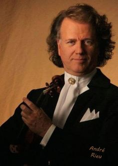 ANDRE RIEU FAN SITE THE HARMONY PARLOR: André Rieu: Man Does Not Live by Pizza Alone