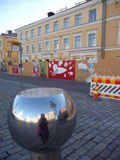 #streetart StreetArtsz: Approaching temporary street art in fence 8.11.2010