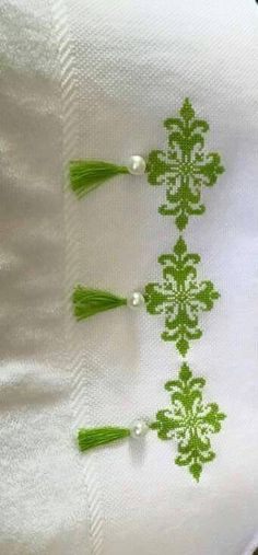 Değişik fikirler Cross Stitch Boarders, Cross Stitch Designs, Cross Stitching, Cross Stitch Patterns, Crochet Flower Patterns, Embroidery Patterns Free, Ribbon Embroidery, Embroidery Designs, Beaded Cross Stitch