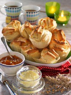 Fluffiga bröd som även är goda till soppa. Ett recept med få ingredienser.