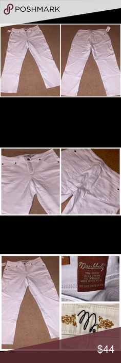 NWT MIRACLEBODY WHITE CROPPED JEANS SLIMMING SZ 4 NWT MIRACLEBODY WHITE CROPPED JEANS SLIMMING SZ 4. These jeans are made of 96% cotton and 4% spandex.  The waist measures 29 inches and the inseam is 23 inches. miraclebody Jeans Ankle & Cropped