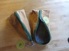 Mäppchen aus Hosenbeinen / Pouches made from legs of a pair of trousers / Upcycling