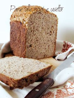 Pane alle noci e uvetta con la macchina del pane