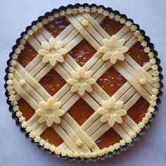 Today is the day when baking collides with science and you can see some of this in the design on my crostata. Before kids I… Beautiful Pie Crusts, Pie Crust Designs, Pies Art, Jam Tarts, Pie Tops, Dessert Decoration, Biscuits, No Bake Cake, Sweets