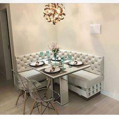 Deslize  Você sabe o que é Canto Alemão? O canto alemão é aquele sofá de canto que compõe a mesa de jantar. Se você tem um espaço pequeno na sua casa que está sem vida, que tal usá-lo para colocar um móvel que aproveita toda a área, dando um toque de personalidade e estilo ao ambiente?! #ademima #dicaademi #cantoalemao #estilodevida #morarbem #decoracao #aproveitamentoespaco
