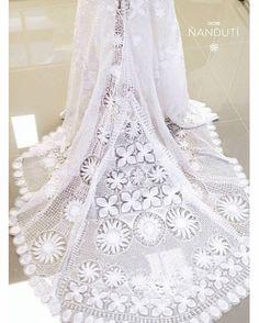 Vestido de novia de ñanduti en proceso.
