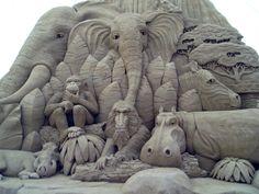 C'est l'été (en tous cas dans une partie du monde) et nous avons donc pensé que c'est le moment parfait pour mettre en ligne un nouveau showcase à thème. Ci-dessous vous pouvez découvrir une sélection de 40 sculptures de sable très impressionnantes. La quantité de détails dans chaque oeuvre est sidérante et la taille de […]