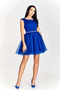 c0032ee815f3 Kráľovsky modré spoločenské šaty s tylovou sukňou.