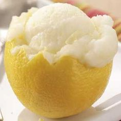 Lemon sorbet is the perfect summer treat - Desserts - Bu Vizyon Ice Cream Desserts, Lemon Desserts, Lemon Recipes, Frozen Desserts, Ice Cream Recipes, Sweet Recipes, Delicious Desserts, Yummy Food, Side Dishes