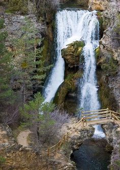 Cascada de Calomarde o Molino Viejo (Teruel) Beautiful Places To Visit, Places To See, Cuenca Spain, Waterfall Trail, World Images, Beautiful Waterfalls, Spain Travel, Travel Around The World, Scenery