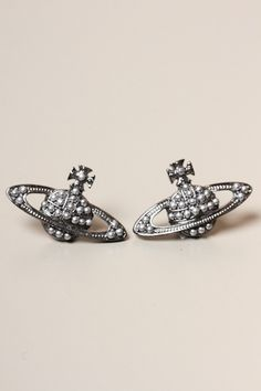 70b6e3462 VIVIENNE WESTWOOD JEWELLERY Pearly Queen Bas Relief Earrings Vivienne  Westwood Designs, Vivienne Westwood Earrings,