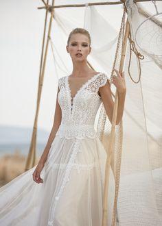 Rembo Styling, Lace Wedding Dress, Bridal Dresses, Lace Bodice, Plunging Neckline, Boho Chic, Boho Style, Boho Fashion, Tulle