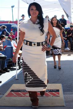 Another Navajo designer highlighted at the Annual Explore Navajo Fashion Show was Genevieve Hardy. American Indian Girl, Native American Wedding, Native American Girls, Native American Clothing, Native American Beauty, Navajo Clothing, American Indians, Navajo Women, Contemporary Dresses