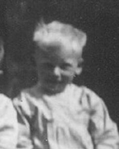 Sally Dotsch was arrested June 1943 with the so-called children's transport from Vught via Westerbork deported to Sobibor. He was 5 years old.