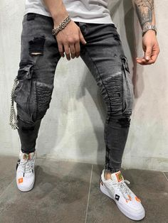 Shop modern and trendy jeans for men. Ripped, distressed, stonewashed, embroidered, and zipper jeans. Men Street Look, Street Wear, Fashion Pants, Mens Fashion, Repair Jeans, Rider Jeans, Cargo Jeans, Denim Jeans, Trendy Jeans