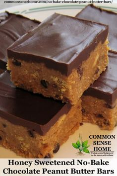 Honey Sweetened No-Bake Chocolate Peanut Butter Bars - Easy enough for the kids to make themselves for an any time treat. Healthy Treats, Healthy Desserts, Just Desserts, Yummy Treats, Delicious Desserts, Sweet Treats, Dessert Recipes, Yummy Food, Oats Recipes