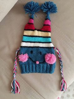 Colorful Cute Kids Beret Making With Pompom Ornaments. 2 years – Bebek kı… Colorful Cute Kids Beret Making With Pompom Ornaments. Loom Knit Hat, Baby Hat Knitting Pattern, Baby Boy Knitting, Knitting Machine Patterns, Knitting For Kids, Loom Knitting, Free Knitting, Knitting Projects, Knitted Hats