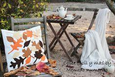 """Tutorial en  https://www.youtube.com/watch?v=YHeQftoi1jY  El blog de """"Coser fácil y más by    Menudo numerito"""": Un cojín fácil para otoño"""