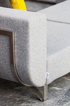 Die Verwendung von ausgesuchten europäischen Materialien aus dem   Premiumbereich unterstreicht die Wertigkeit der hochwertigen Terrassen   Sitzgarnitur.    Für Kontakt klicke    #gartenmoebel, #gartenmoebelzumchillen, #RiesProDesign Lounge Design, Outdoor Sofa, Modular Sofa, Tub Chair, Accent Chairs, Furniture, Home Decor, Garden Furniture Design, Patio Tables