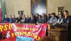 Piombino: ecco la protesta dei lavoratori dopo il rinvio dell'incontro al Mise