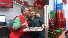 #momentosescolme Doña Romelia comparte con toda la familia ESCOLME un dulce de Navidad para endulzar nuestro día. Muchas gracias por este detalle.