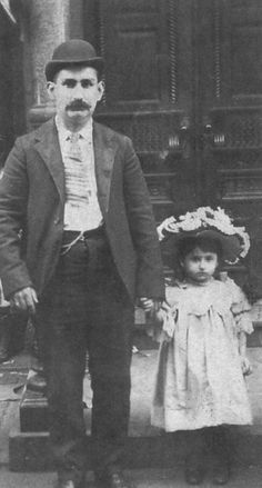Jewish 'fusgeyers' (travelers) a father and daughter. Located standing together on the Lower East Side of Manhattan. American Gilded Age immigrants, late 19th-century. ~ {cwlyons} ~ (Image: latinamericanstudies)