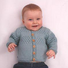 Strikkeopskrift på sømandscardigan til baby. Shop online