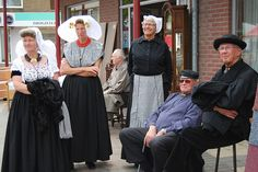 Terneuzen  #Zeeland #Walcheren #ZuidBeveland #protestant Traditional Dresses, Holland, Costumes, Gallery, Fashion, Germany, The Nederlands, Moda, Dress Up Clothes