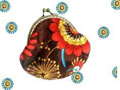 CARMEN Porte monnaie rétro en coton entoilé rosaces (rouge, bleu turquoise, jaune d'or) sur fond marron et noir