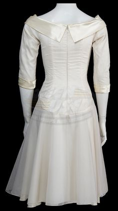 Edward Scissorhands / Kim's White Dress (Winona Ryder) | ScreenUsed.com