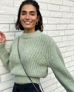 Crochet Clothes, Diy Clothes, Cute Sweaters, Sweaters For Women, Modele Hijab, Mohair Sweater, Sweater Knitting Patterns, Crochet Fashion, Aesthetic Clothes