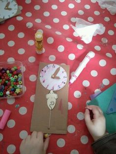 Hickory dickory dock moving mouse craft