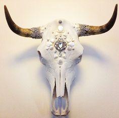 Design idea for my deer skull Bull Skulls, Animal Skulls, Painted Deer Skulls, Cow Skull Art, Deer Design, Skull Painting, Animal Bones, Skull Decor, Skull And Bones