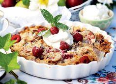 Brug sensommerens dejlige frugter og bær til at lave de skønneste crumblecakes.