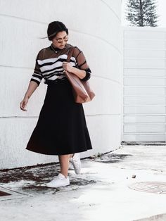 Suéter Synergy Store-Falda H&M-Lentes Trendy Bejuma - sneakers Converse