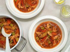 Ungarsk gulasj | Oppskrift - MatPrat Thai Red Curry, Chili, Soup, Ethnic Recipes, Asia, Chile, Soups, Chilis