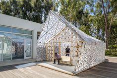 Suite à l'appel à projet du maire de Los Angeles pour la construction de 100.000 nouveaux logements d'ici 2021, l'agence Kevin Daly Architects associée au CityLAB de l'UCLA a conçu la Backyard BI (h) OME. Les concepteurs se sont détournés de la ...
