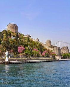Istanbul by İlkin Babayiğit