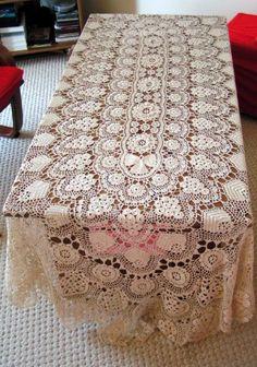 Toalha de crochê em linha fina para mesa